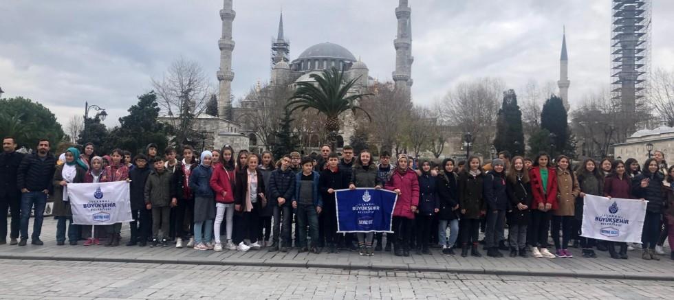 İSTANBUL'DAN GÜMÜŞHANELİ ÇOCUKLAR GEÇTİ